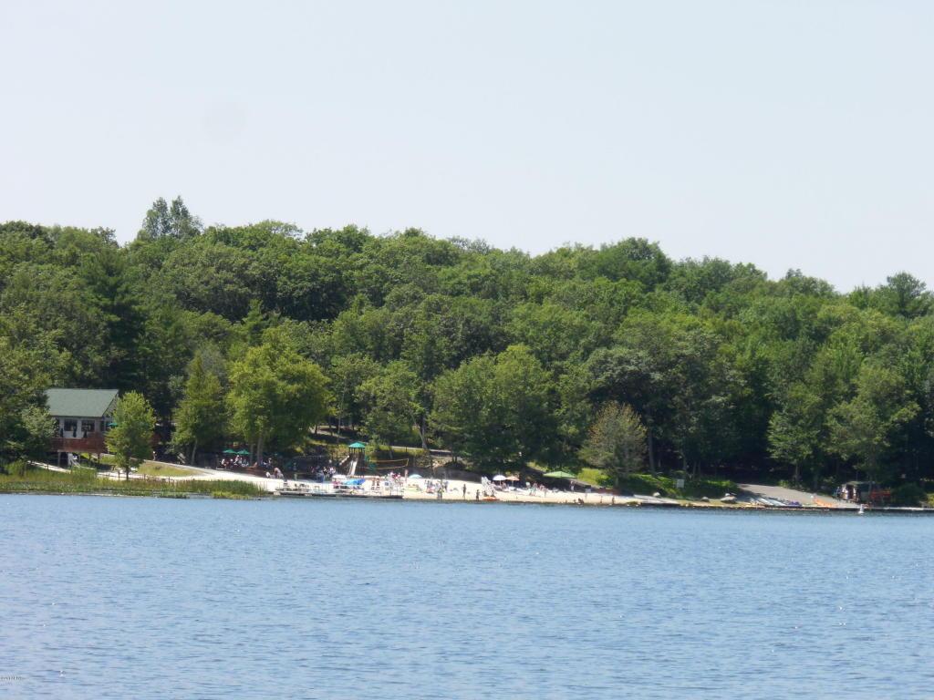 lake at masthope in poconos